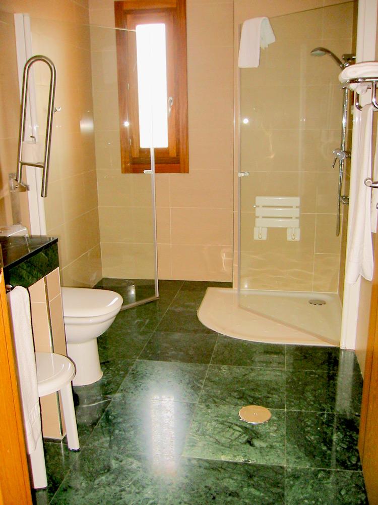 Habitación con baño adaptado Hotel Costa Narejos. Mar Menor. Los Narejos.